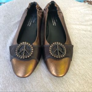 Donald J. Pliner Haley peace sign flats. Size 8